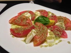 トマトとモッツァレラのバジルカプレーゼ